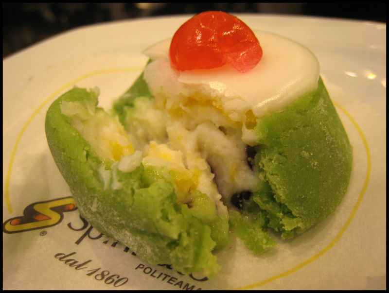 Spinnato green cake inside view