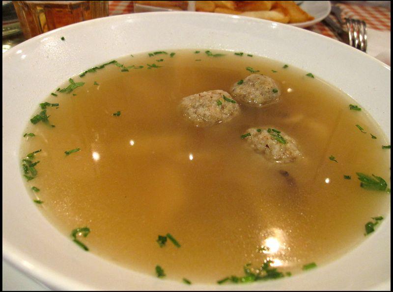 Chicken soup w matzo balls
