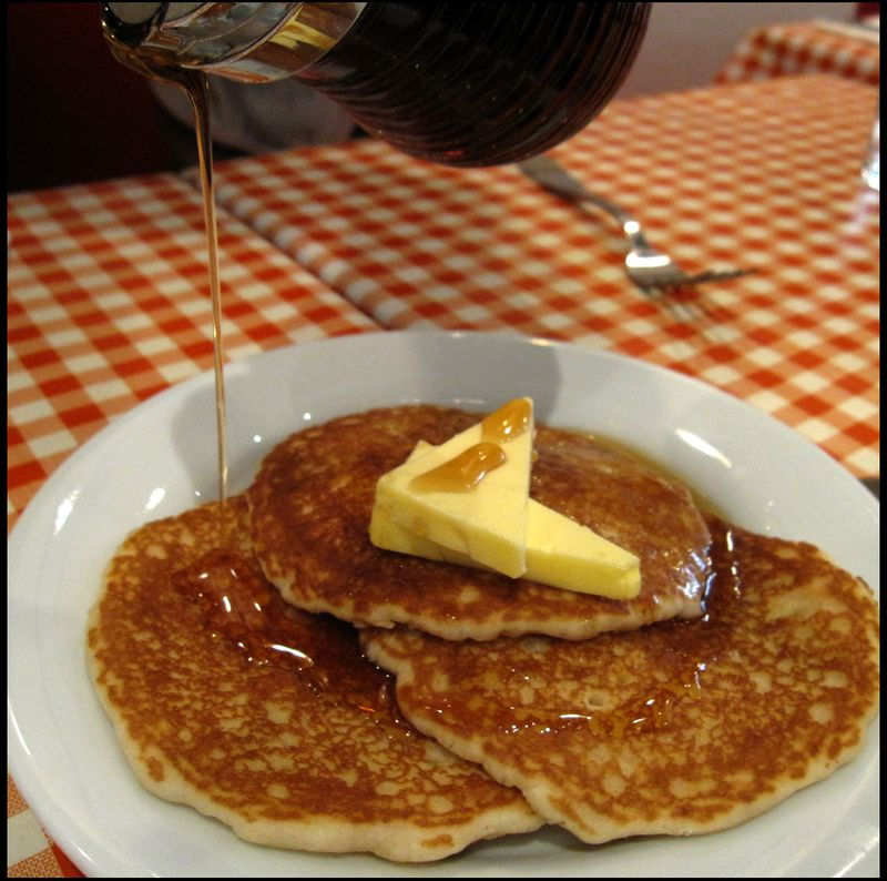 Pancakes w butter syrup