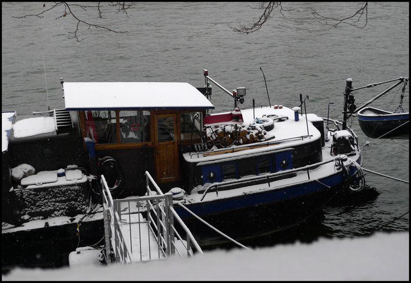 Paris snowed dec09