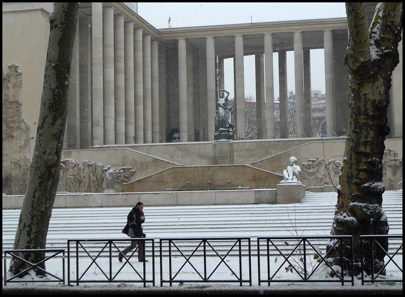 Paris snowed dec09 03