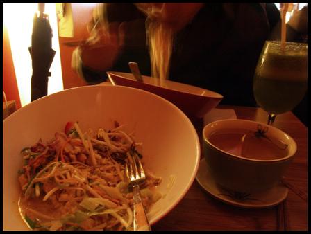 Monsieur_vuong_noodle_salads