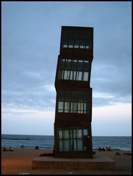Sculpture_barcelonata_beach
