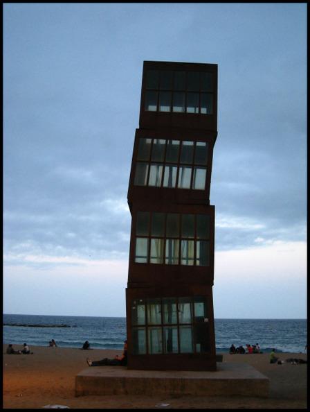 Sculpture_barcelonata_beach