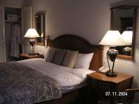 Orchard_hotel_room